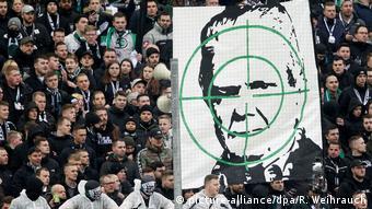 Дитмар Хопп в прицеле антикапиталистических футбольных фанатов