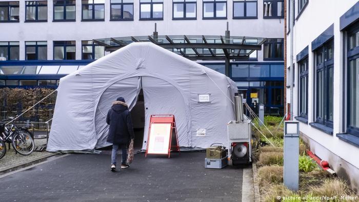 Deutschland Husum | Coronavirus | Krankenhaus - Zelt & Befragung