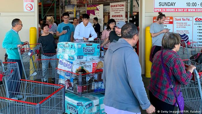 People bulk-buying inLos Angeles