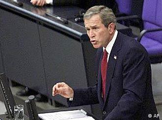 Bush discursa no Parlamento em Berlim, nos tempos de boas amizades