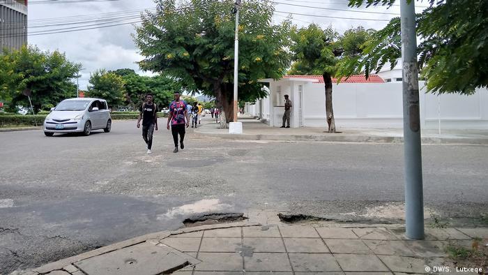 Mozambik Gouverneurs Bürgersteig Verbot