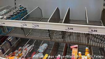 Порожні полиці в супермаркетах німецьких міст - останніми днями звичне явище