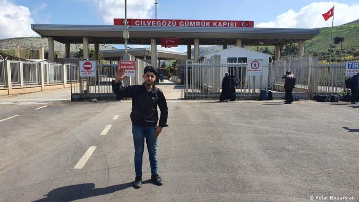 İdlib'e geçen Suriyeli gençlerden biri