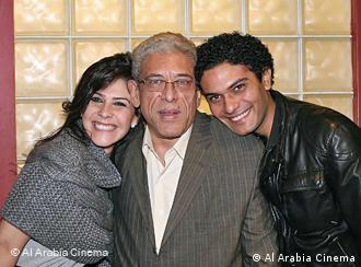 المخرج داود عبد السيد مع الممثلين الرئيسيين أسر ياسين وبسمة