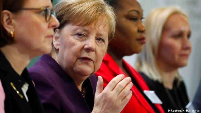 جرمن چانسلر انگیلا میرکل نے کمیشن کی رپورٹ کو مفید قرار دیا ہے