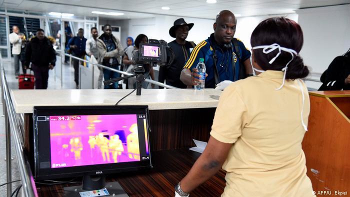 Nigeria Temperaturkontrolle am Flughafen Lagos