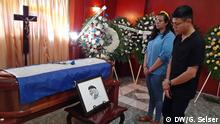 The Nicaraguan poet and priest Ernesto Cardenal (1925-2020) was laid to rest on Monday in a private funeral home in Managua. Hundreds of artists, intellectuals and political leaders linked to the opposition came to see him off. (Photo: Gabriela Selser)