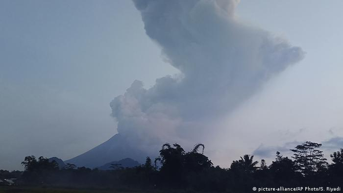 A large column of smoke above Mount Merapi