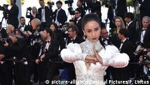 Frankreich Cannes   Gong Shou Begrüßung von 'Ash Is The Purest White' Schauspielerin Miya Muqi