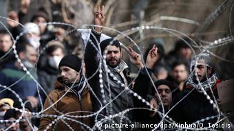Μετανάστες στα κλειστά ελληνοτουρκικά σύνορα στις αρχές Μαρτίου
