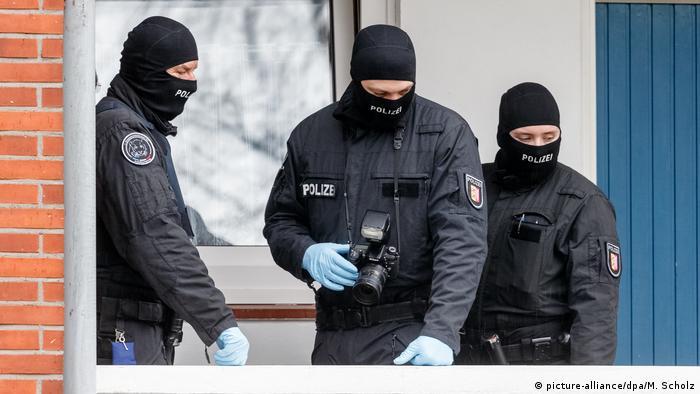 Durchsuchungen bei mutmaßlichen Rechtsextremisten