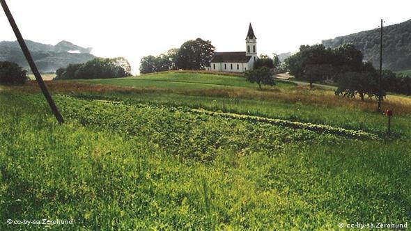 U Švajcarskoj ima sve više poljoprivrednih dobara koja imaju certifikat da su ekološka, recimo ovo u Ifentalu