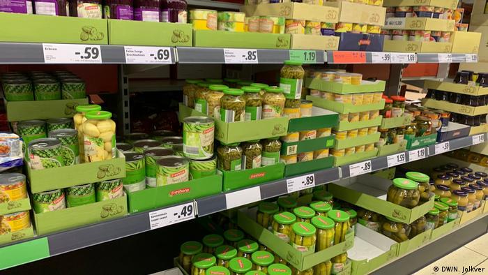 Deutschland Berlin | Thema Coronavirus & Hamsterkäufe | VOLLE Regale bei Lidl