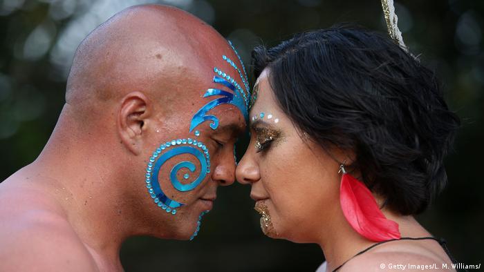 Традиционният поздрав на маорите
