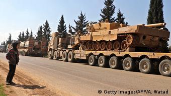 Τουρκικά πολεμικά οχήματα έξω από το Ιντλίμπ της Συρίας