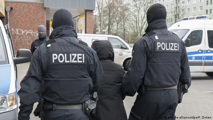Razzia wegen Schleuserkriminalität (picture-alliance/dpa/P. Zinken)