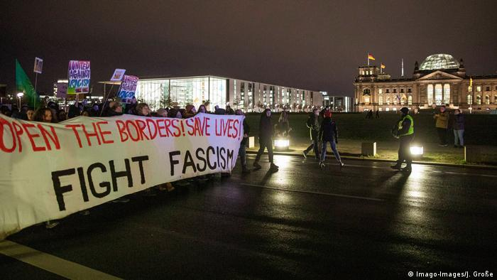 Open the borders, save lives a banner reads in Berlin (Imago-Images/J. Große)