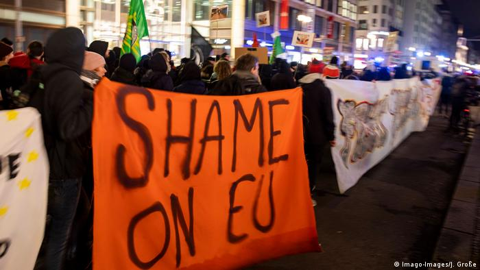 Thousands gathered in Berlin, a placard reads Shame on EU (Imago-Images/J. Große)