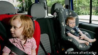 Порада: подорожуючи з дітьми, беріть дитячі крісла з собою в літак. Так, це зайвий вантаж, але економія на оренді авто
