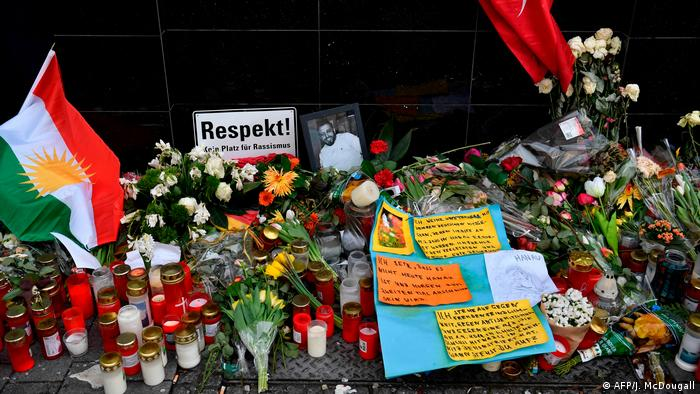 candles, flags and messages commemorate the victims of the Hanau terror attack (AFP/J. McDougall)