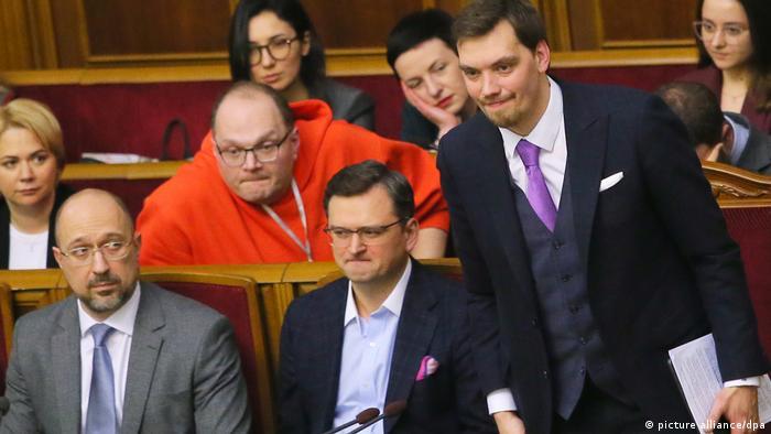 Олексій Гончарук (праворуч) пропрацював прем'єром близько півроку