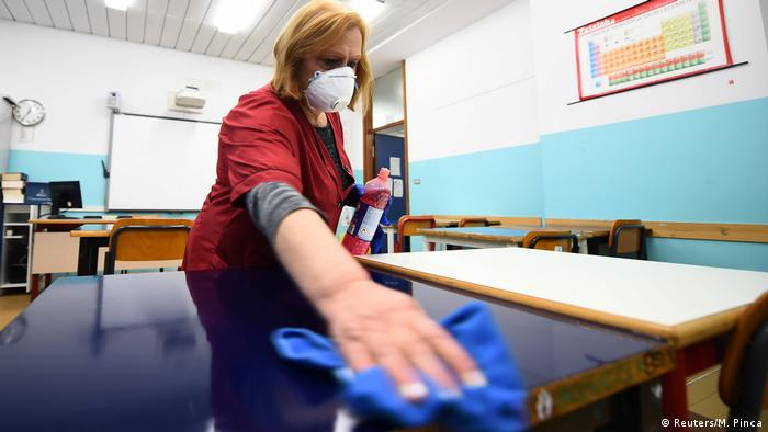 Italien Turin | Klassenraum wird desinfiziert