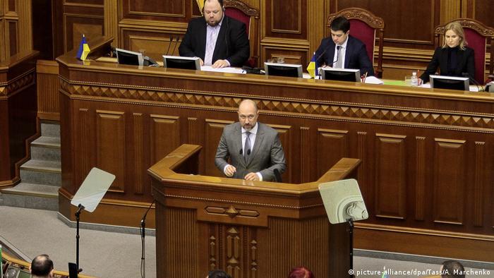 Новый премьер-министр Украины Денис Шмыгаль выступает в Верховной раде, 4 марта 2020 года
