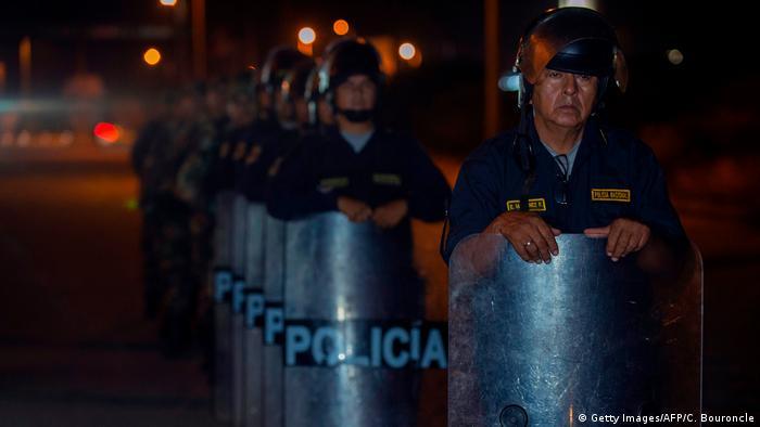 Foto simbólica de policías en Perú