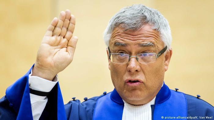 Richter Piotr Hofmanski gab die Entscheidung des IStGH in Den Haag bekannt (Foto: picture-alliance/dpa/K. Van Weel)