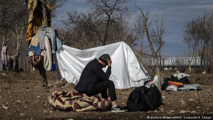 Asylum seekers continue to wait near riverside of Tundzha on March 05, 2020 in Edirne, Turkey
