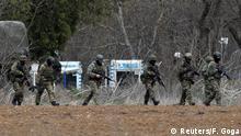 Griechenland Soldaten am Grenzübergang Pazarkule, in Kastanies