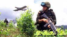 Flugzeug das in Kolumbien Gylphosat auf Koka-Felder sprüht