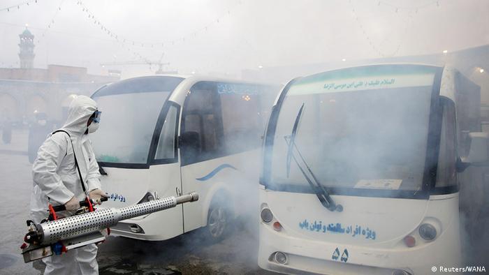 Iran, dezynfekcja autobusów w mieście Mashhad