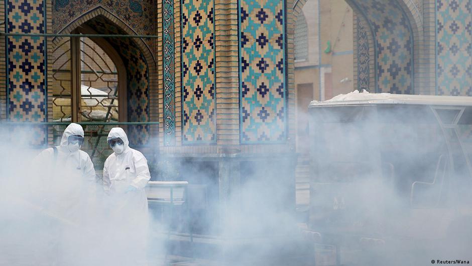 Coronavirus im Iran Mashhad Desinfektionsmittel in Innenräumen heiliger Schrein von Imam Reza