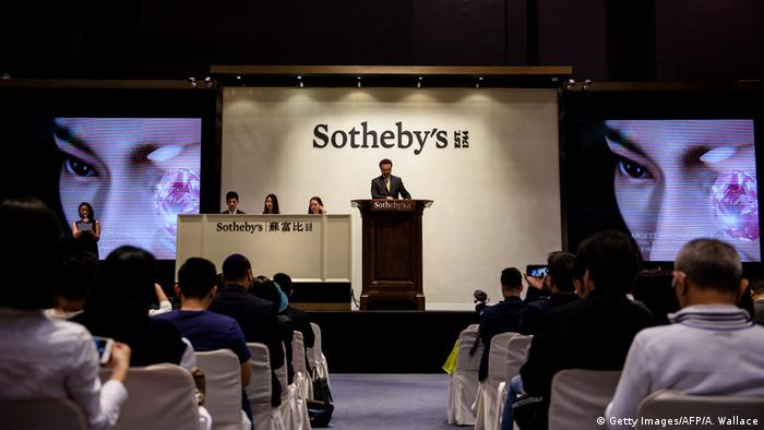 David Bennett, head of Sotheby's international jewellery, prepares to auction a giant diamond named the Pink Star in Hong Kong in 2017. It sold for $71.2 million
