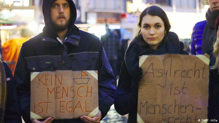 Bonn Demonstration Seebrücke für Flüchtlinge | Jonah Mons und Lailah Atzenroth