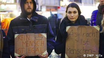 Sığınmacı alımı için Bonn'da düzenlenen bir gösteri