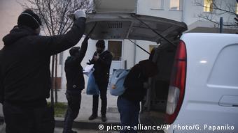 Έλεγχος μεταναστών από την αστυνομία κοντά στον Έβρο (αρχές Μαρτίου)