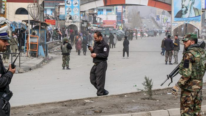 نیروهای امنیتی افغانستان در محل برگزاری بزرگداشت عبدالعلی مزاری