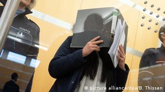 Deutschland   Mutmaßliches IS-Terroristin vor Gericht
