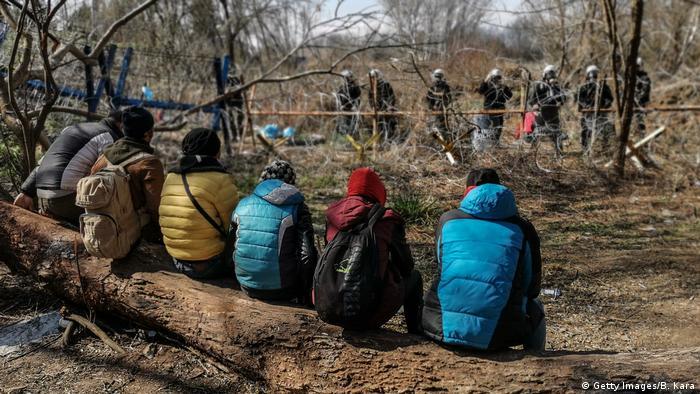 Yunanistan'a geçmek isteyen sığınmacılar ile Yunan güvenlik güçleri Pazarkule sınır hattında karşı karşıya - (06.03.2020)