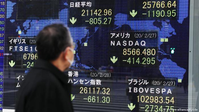 Japan Tokio Kursrückgänge an den Börsen (picture-alliance/Kyodo)