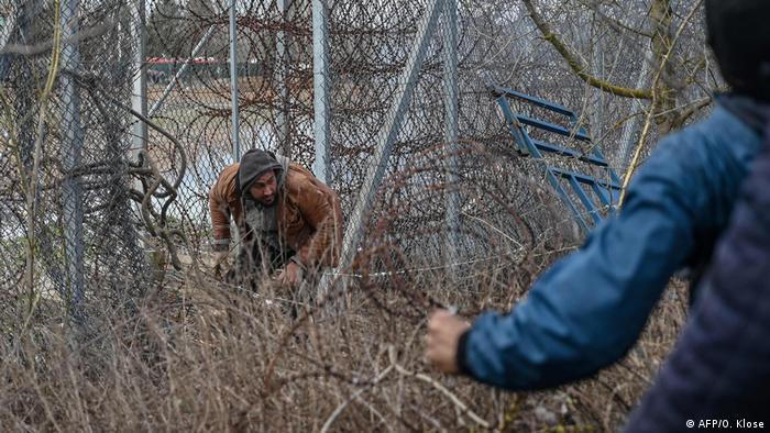 Sığınmacılar sınırı geçmeye çalışıyor