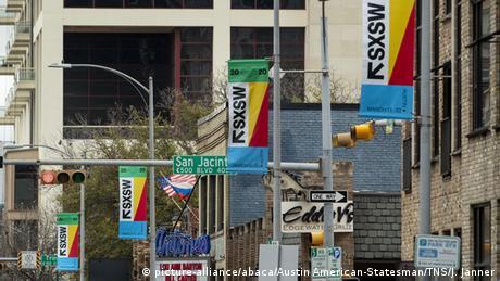 Symbolbild South by southwest 2020 -Fahnen (picture-alliance/abaca/Austin American-Statesman/TNS/J. Janner)