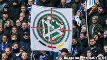 Bundesliga DFB Banner im Fadenkreuz Fans Hertha BSC Berlin