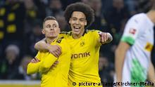 Fußball: 1. Bundesliga, Saison 2019/2020, 25. Spieltag, Borussia Mönchengladbach - Borussia Dortmund am 07.03.2020 im Borussia Park in Mönchengladbach (Nordrhein-Westfalen). Torjubel, Jubel, Freude vonThorgan HAZARD (Borussia Dortmund) Axel WITSEL (Borussia Dortmund) DFL REGULATIONS PROHIBIT ANY USE OF PHOTOGRAPHS AS IMAGE SEQUENCES AND/OR QUASI-VIDEO. | Verwendung weltweit
