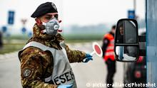 25.02.2020 *** Army and Carabinieri checkpoints on the border of the red zone, that is, the containment area of the coronavirus epidemic, limited to the 10 quarantined countries. . Castelpusterlengo, Lodi, Lombardy, Italy 25-02-2020 |