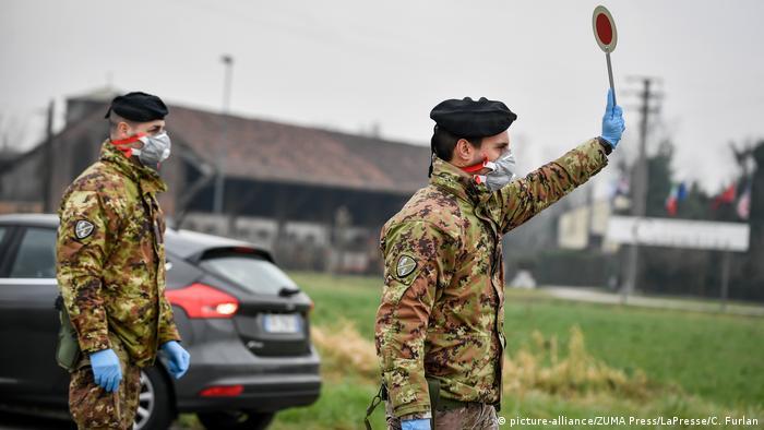 Солдаты на въезде в запретную зону