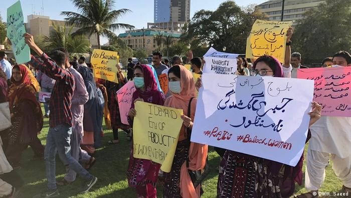 Pakistan Karatschi Internationaler Frauentag (DW/R. Saeed)