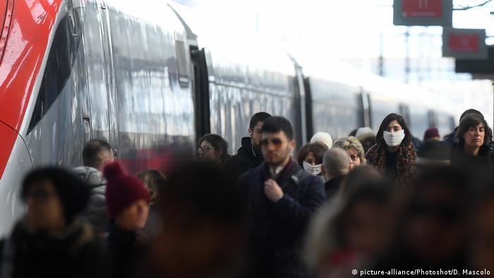 Gara din Milano: mulți italieni încearcă să părăsească zonele afectate de coronavirus